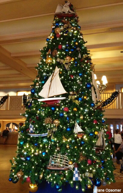 Christmas Decorations At Disney World Hotels : A tour of the disney world resort decorations on christmas eve