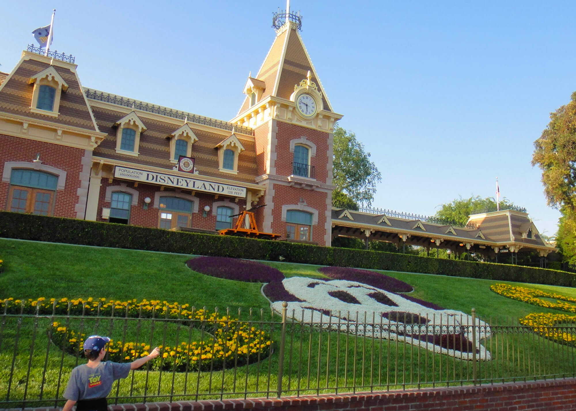 Hotels Near Disneyland in Los Angeles, CA with Reviews