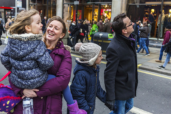 London family shopping in city